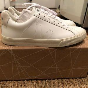 NWT! Veja Esplar All White Sneakers!